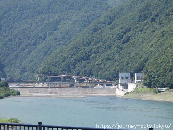 美和ダムとダム湖